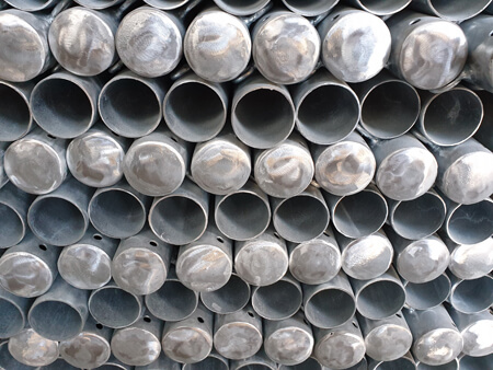 Rammschutzpfosten aus Stahl rotweiß feuerverzinkt